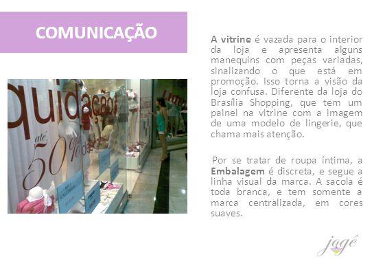 COMUNICAÇÃO A vitrine é vazada para o interior da loja e apresenta alguns manequins com peças variadas, sinalizando o que está em promoção. Isso torna