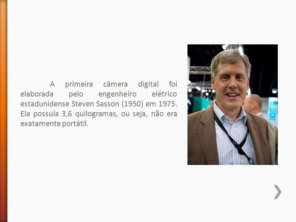 A primeira câmera digital foi elaborada pelo engenheiro elétrico estadunidense Steven Sasson (1950) em 1975.