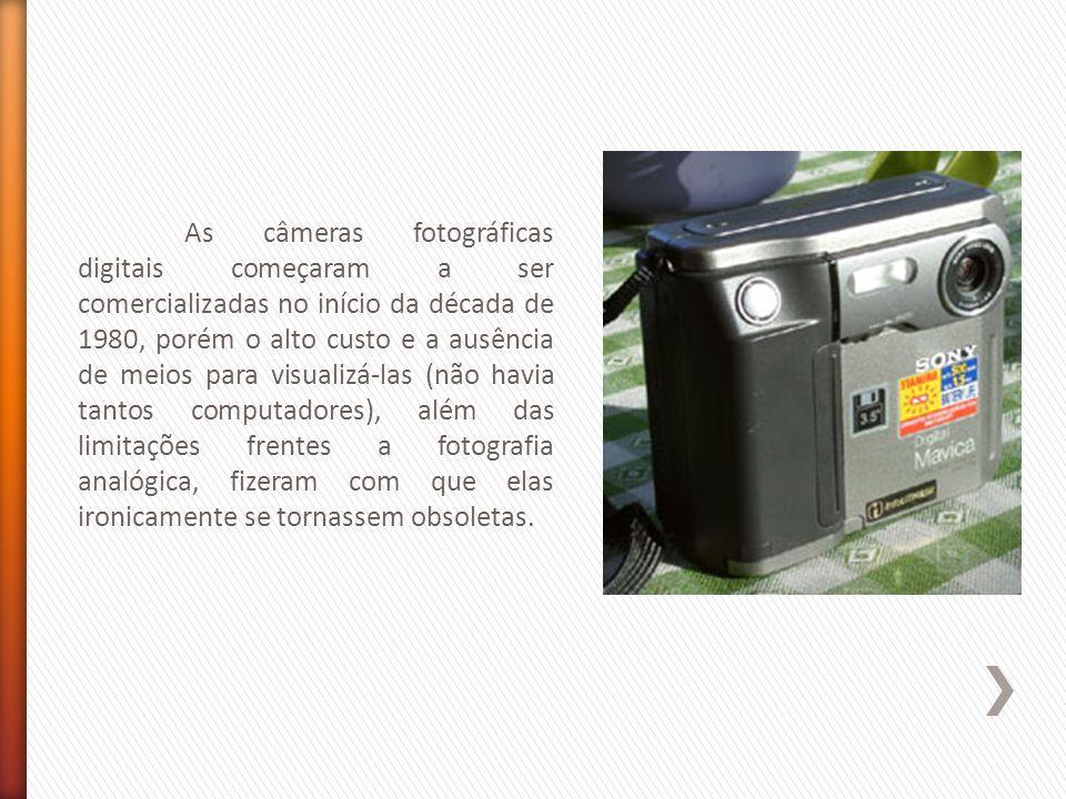 As câmeras fotográficas digitais começaram a ser comercializadas no início da década de 1980, porém o alto custo e a ausência de meios para visualizá-las (não havia tantos computadores), além das limitações frentes a fotografia analógica, fizeram com que elas ironicamente se tornassem obsoletas.