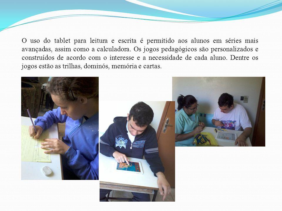 O uso do tablet para leitura e escrita é permitido aos alunos em séries mais avançadas, assim como a calculadora. Os jogos pedagógicos são personaliza