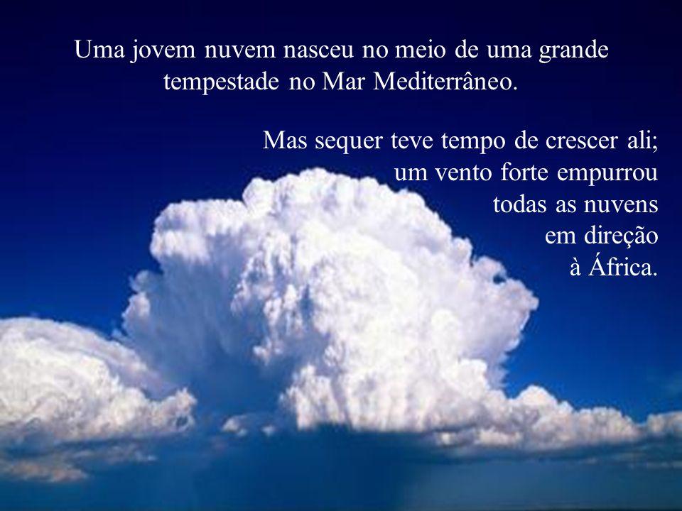 Uma jovem nuvem nasceu no meio de uma grande tempestade no Mar Mediterrâneo.