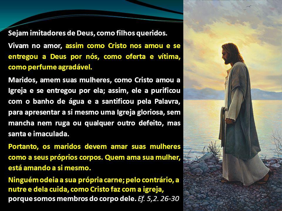 Sejam imitadores de Deus, como filhos queridos. Vivam no amor, assim como Cristo nos amou e se entregou a Deus por nós, como oferta e vítima, como per