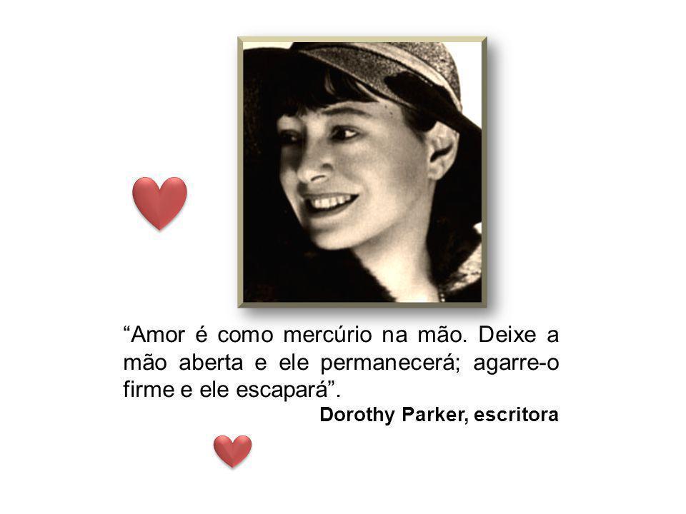 Amor não tem nada a ver com o que esperas conseguir, apenas com o que esperas dar; quer dizer, tudo. Katharine Hepburn