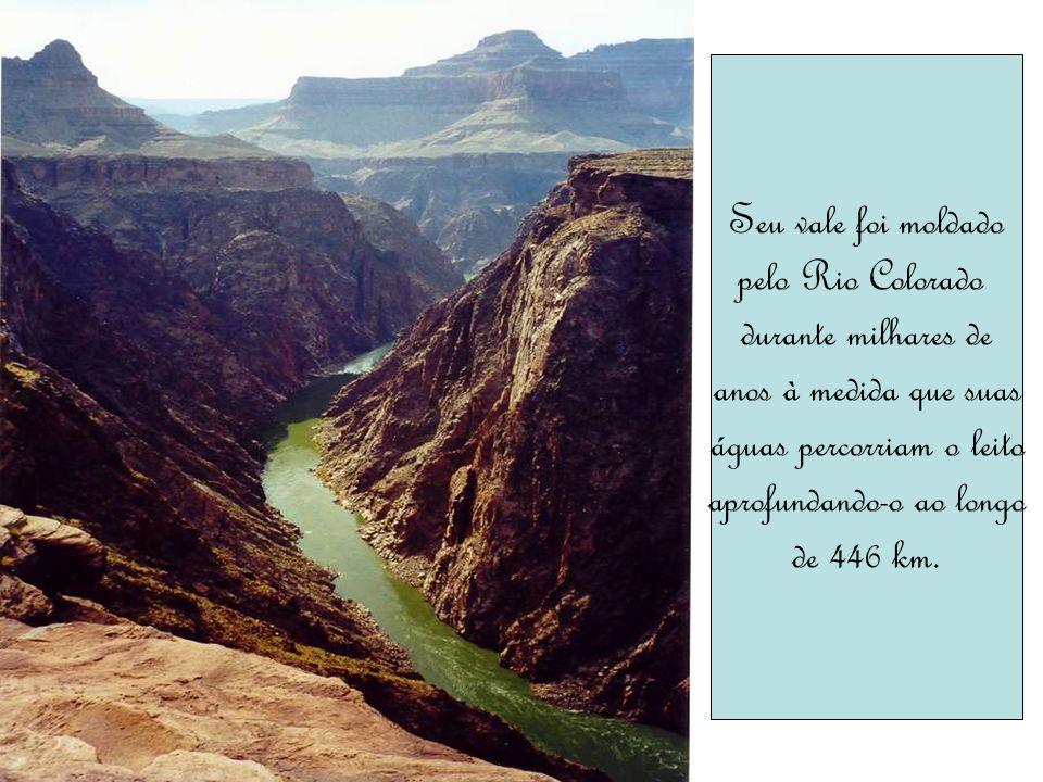 Seu vale foi moldado pelo Rio Colorado durante milhares de anos à medida que suas águas percorriam o leito aprofundando-o ao longo de 446 km.