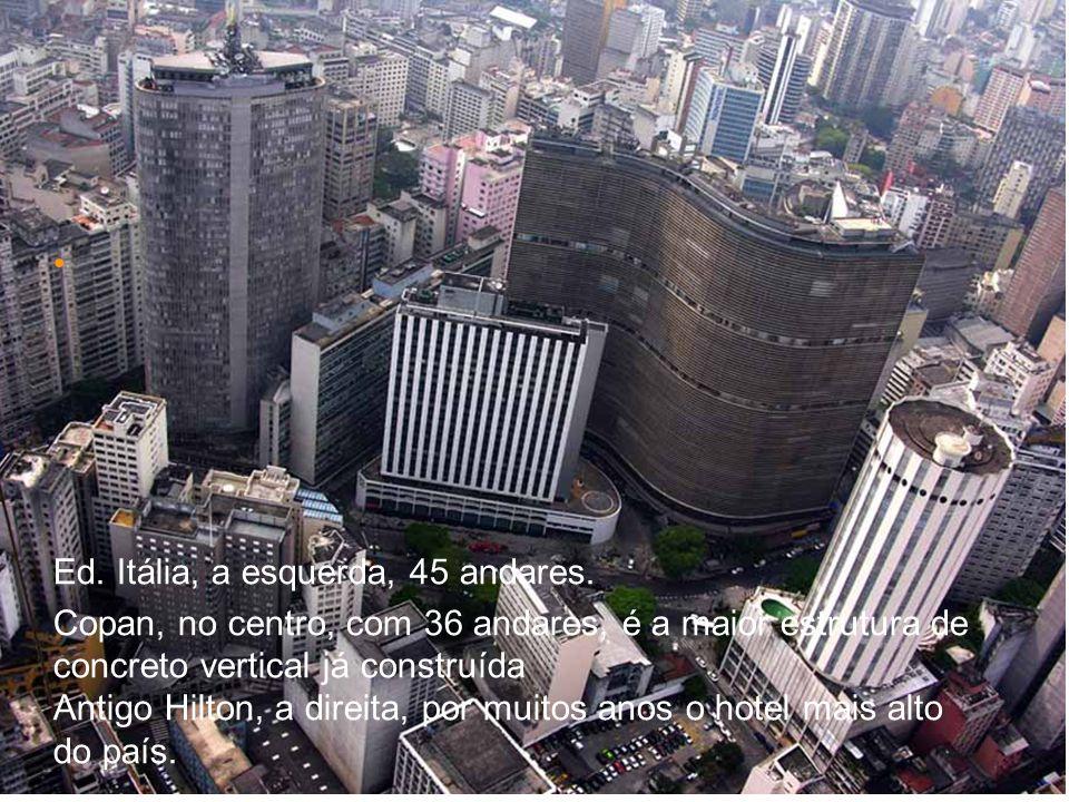 Ed. Itália, a esquerda, 45 andares. Copan, no centro, com 36 andares, é a maior estrutura de concreto vertical já construída Antigo Hilton, a direita,