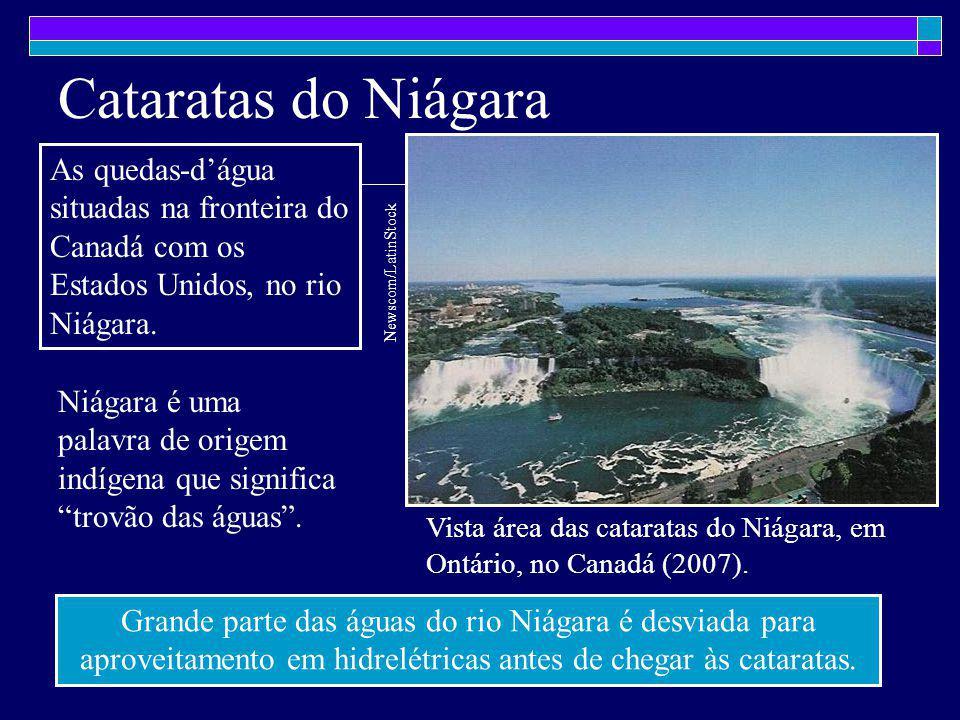 Cataratas do Niágara Vista área das cataratas do Niágara, em Ontário, no Canadá (2007). Newscom/LatinStock As quedas-d'água situadas na fronteira do C