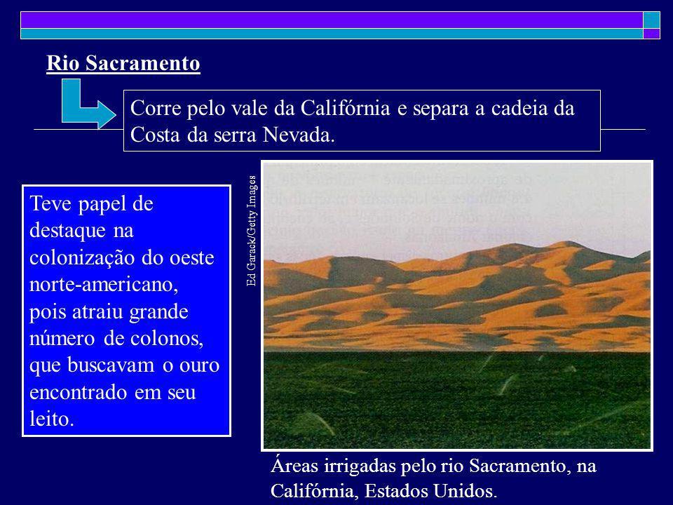 Rio Sacramento Áreas irrigadas pelo rio Sacramento, na Califórnia, Estados Unidos. Ed Garack/Getty Images Teve papel de destaque na colonização do oes
