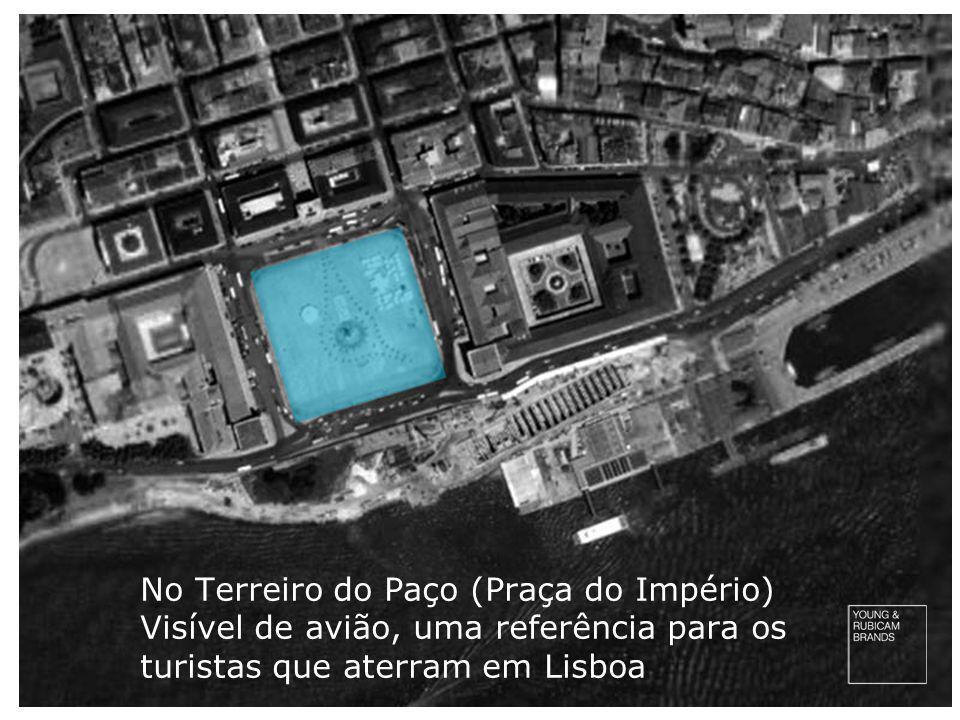 No Terreiro do Paço (Praça do Império) Visível de avião, uma referência para os turistas que aterram em Lisboa