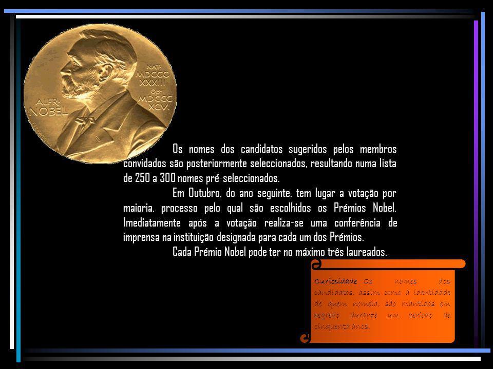Cada laureado recebe : CuriosidadeAs medalhas dos Prémios Nobel têm o mesmo design desde 1902, ano em que foram entregues pela primeira vez, dado não terem ficado prontas para a primeira cerimónia, que teve lugar um ano antes.