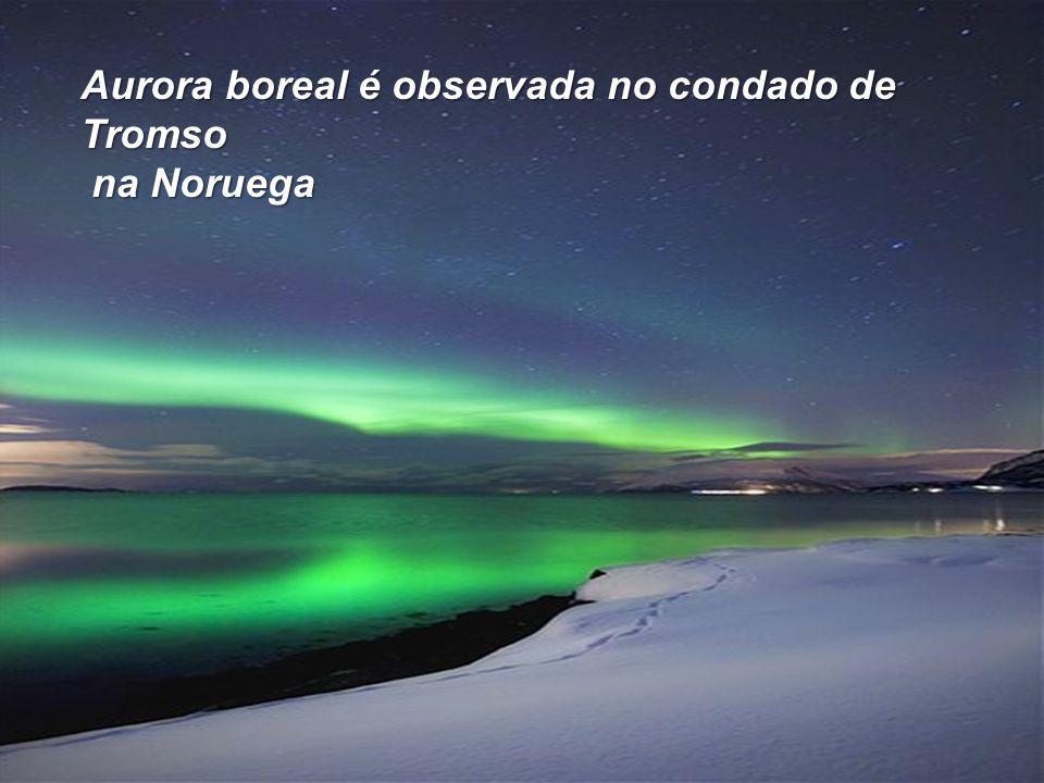 Aurora boreal é observada no condado de Tromso na Noruega na Noruega