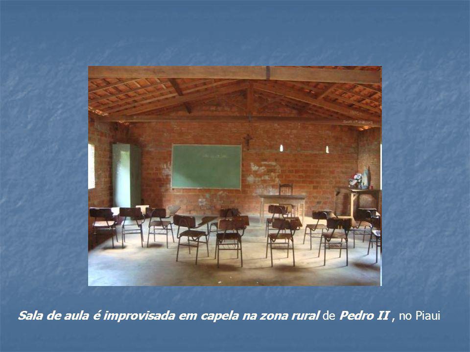 Sala de aula é improvisada em capela na zona rural de Pedro II, no Piaui