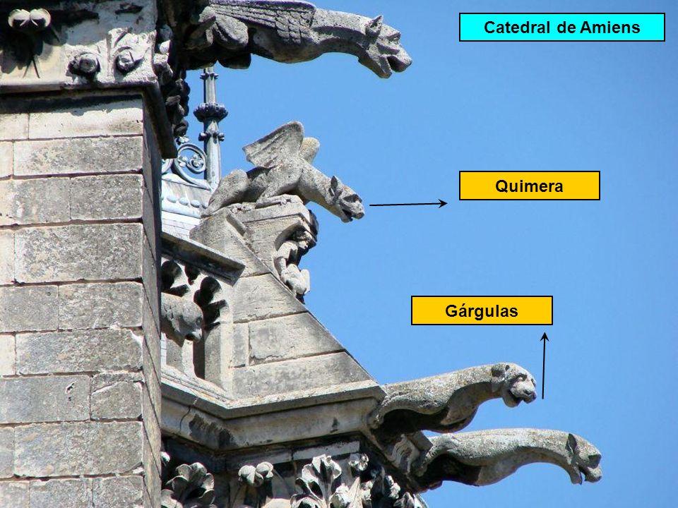 Quimera: estátua decorativa situada em pontos altos. Cathédrale ND de Paris