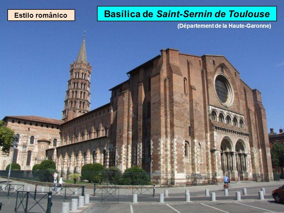 Estilo românico Catedral de St-Pierre d'Angoulême (Département de la Charente)