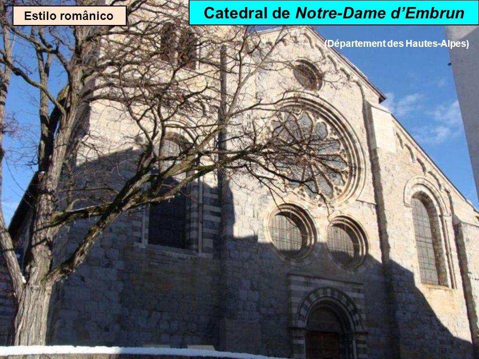 Estilo românico Abadia de Saint-Austremoine em Issoire (Département du Puy-de-Dôme)