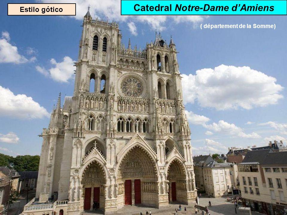 Estilo gótico Catedral N. D. de Rouen É a mais alta de França: 151 m ( département de la Seine-Maritime)