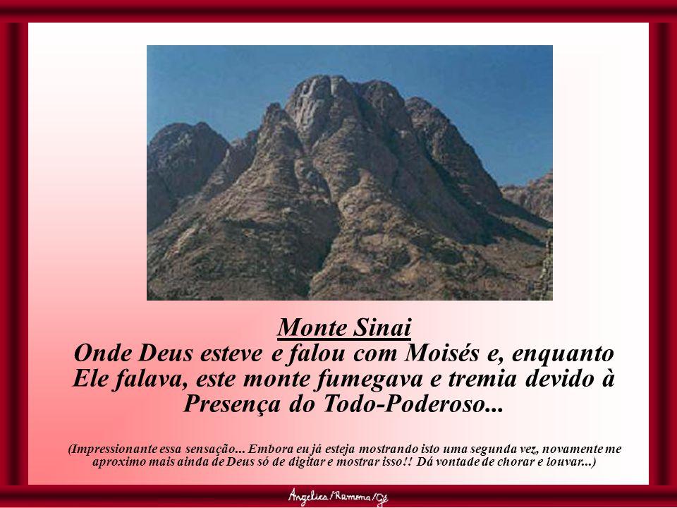 Monte Sinai Onde Deus esteve e falou com Moisés e, enquanto Ele falava, este monte fumegava e tremia devido à Presença do Todo-Poderoso...