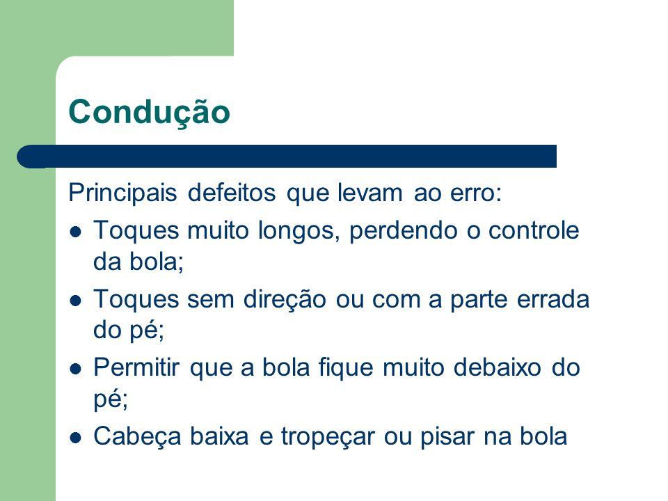 Condução Principais defeitos que levam ao erro: Toques muito longos, perdendo o controle da bola; Toques sem direção ou com a parte errada do pé; Perm