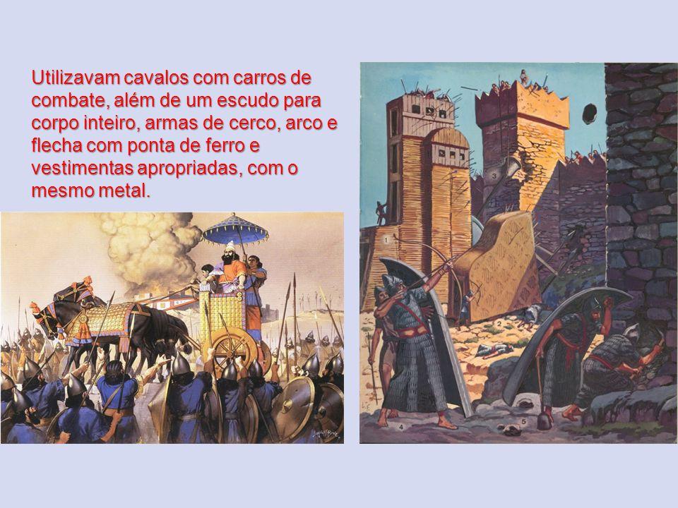 Utilizavam cavalos com carros de combate, além de um escudo para corpo inteiro, armas de cerco, arco e flecha com ponta de ferro e vestimentas apropri
