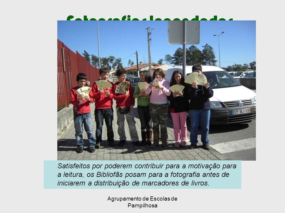 Agrupamento de Escolas de Pampilhosa Fotografias legendadas Satisfeitos por poderem contribuir para a motivação para a leitura, os Bibliofãs posam para a fotografia antes de iniciarem a distribuição de marcadores de livros.