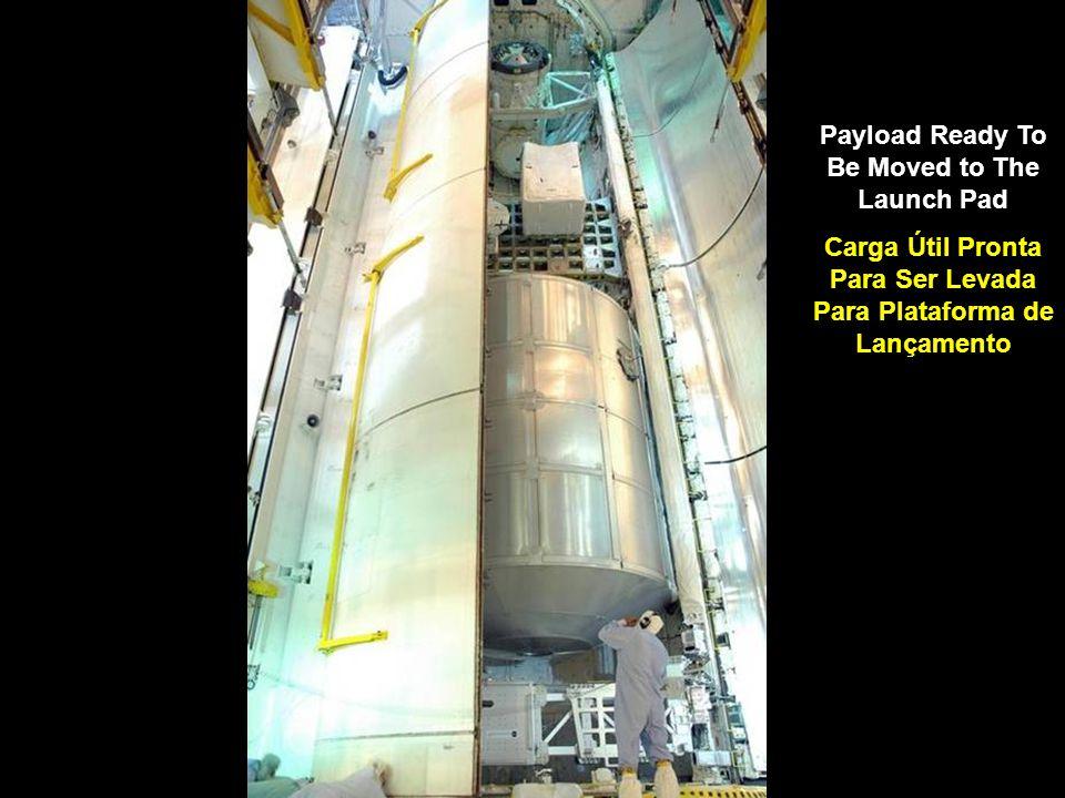 Payload Ready To Be Moved to The Launch Pad Carga Útil Pronta Para Ser Levada Para Plataforma de Lançamento