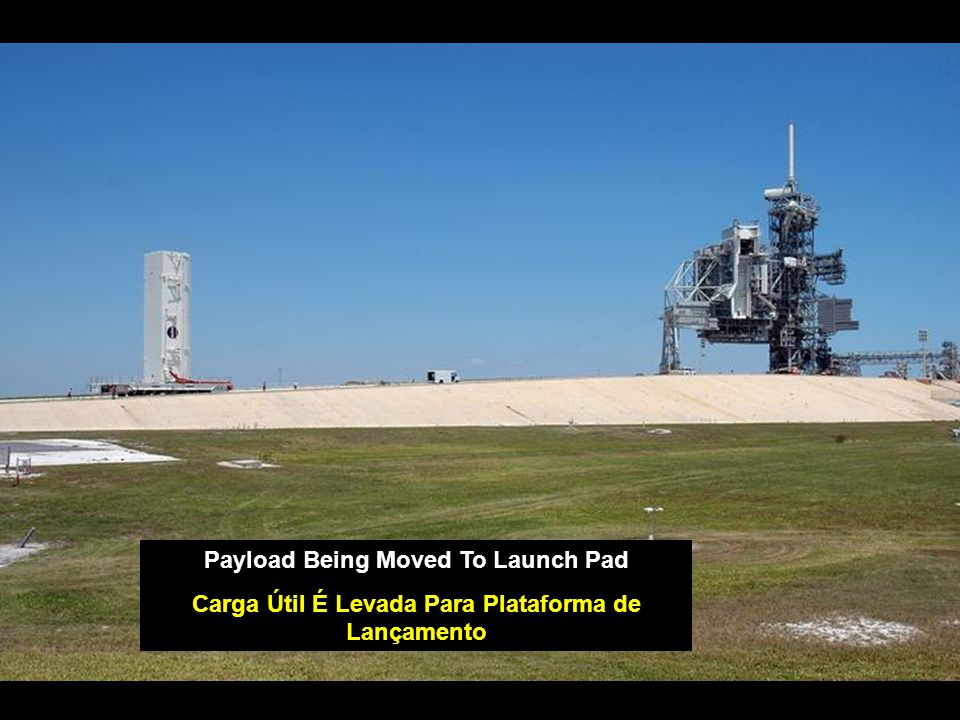 Payload Being Moved To Launch Pad Carga Útil É Levada Para Plataforma de Lançamento