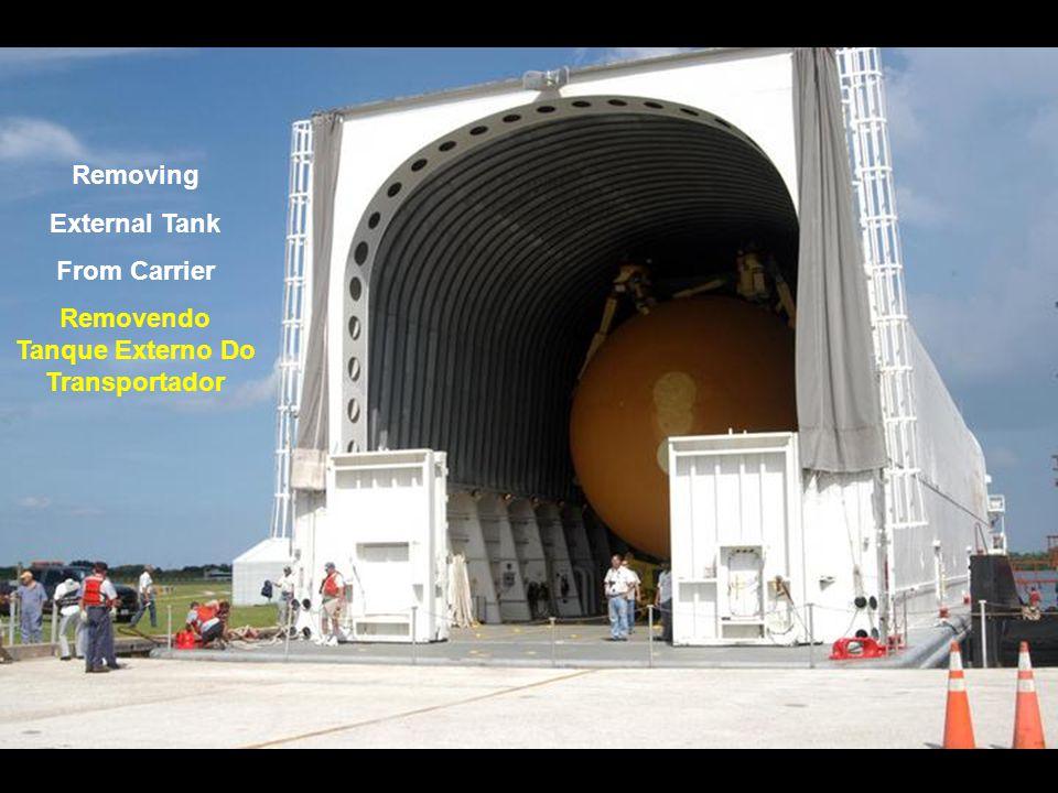 Shuttle Discovery Leaves VAB Ônibus Discovery Deixa O VAB
