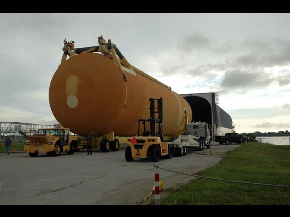 External Tank Enters VAB Tanque Externo Entra No VAB