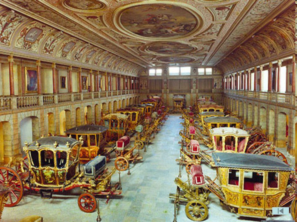 D. Amélia, senhora de grande cultura, toma consciência do valor patrimonial das viaturas de gala da Casa Real e com o apoio de Monsenhor Joaquim Boto,