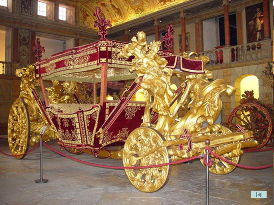 Após a implantação da Republica, em 1910, o Museu passa a designar-se por Museu Nacional dos Coches e o seu espólio foi enriquecido com outros veículo