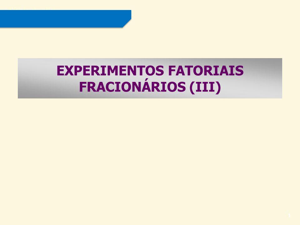 Título do slide 2 PROCEDIMENTO GERAL PARA CONSTRUÇÃO DE UM DELINEAMENTO FRACIONÁRIO 2 k - p Para construir um experimento fatorial fracionado 2 k - p, as seguintes etapas podem ser adotadas: 1)Escrever a tabela de contrastes para o fatorial completo 2 c, onde c = k - p ; 2)Completar a tabela com os fatores faltantes, usando os confundimentos propostos por Montgomery (Anexo); 3)Obter o gerador de confundimentos ( I ), que terá 2 p termos; 4)Determinar o esquema de confundimentos, obtido pelo produto módulo 2 de efeitos principais e algumas interações de baixa ordem na relação de definição em (3).