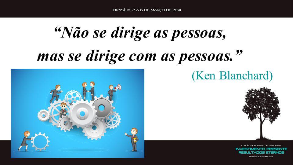 """""""Não se dirige as pessoas, mas se dirige com as pessoas."""" (Ken Blanchard)"""