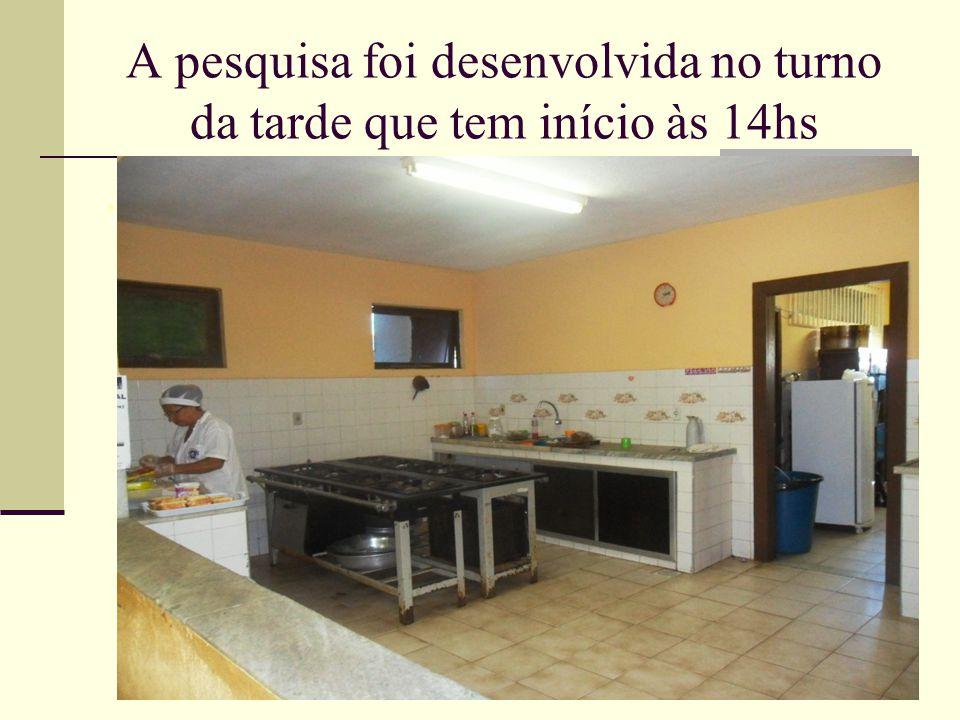 Funcionária 1: Vanda Maria Quintanilha Santana, 53 anos, casada, casa própria, 3 filhos, contratada.