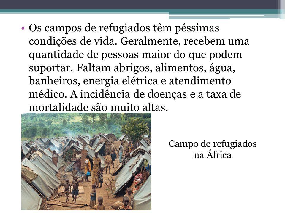Os campos de refugiados têm péssimas condições de vida. Geralmente, recebem uma quantidade de pessoas maior do que podem suportar. Faltam abrigos, ali