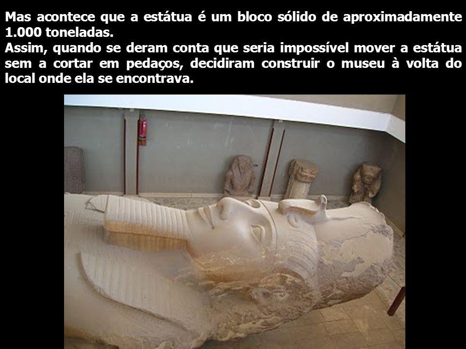 Mas acontece que a estátua é um bloco sólido de aproximadamente 1.000 toneladas.