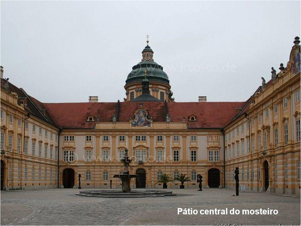 Pátio central do mosteiro