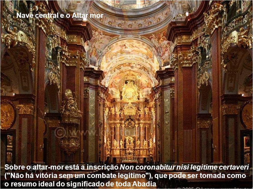 A maior atração da Abadia de Melk é a sua igreja Barroca. Foi concebida como uma obra da glorificação a Deus através da beleza... sem dúvida o objetiv