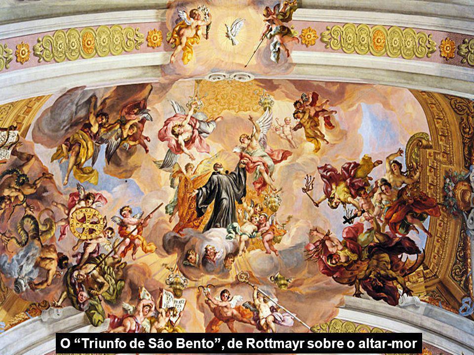 Nave central e o Altar mor Sobre o altar-mor está a inscrição Non coronabitur nisi legitime certaveri (
