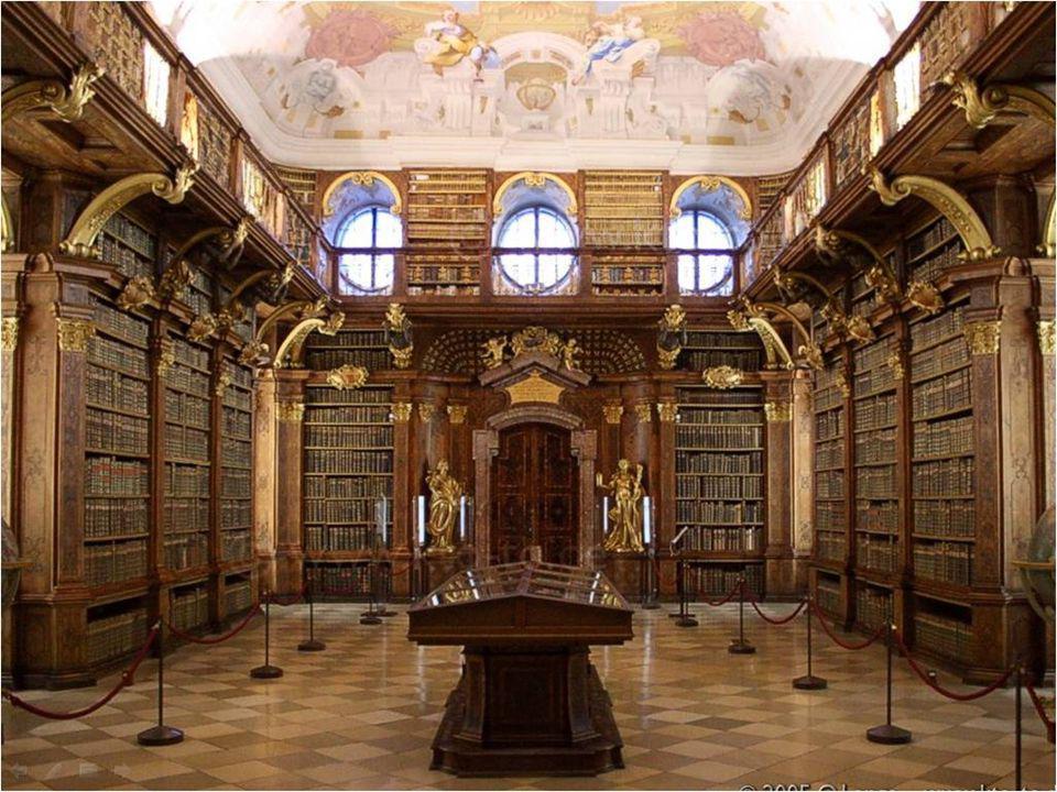 A biblioteca possui 12 salas com um acervo de cerca de 1.888 manuscritos, 750 incunábulos e milhares de obras editadas desde o século XVI, totalizando