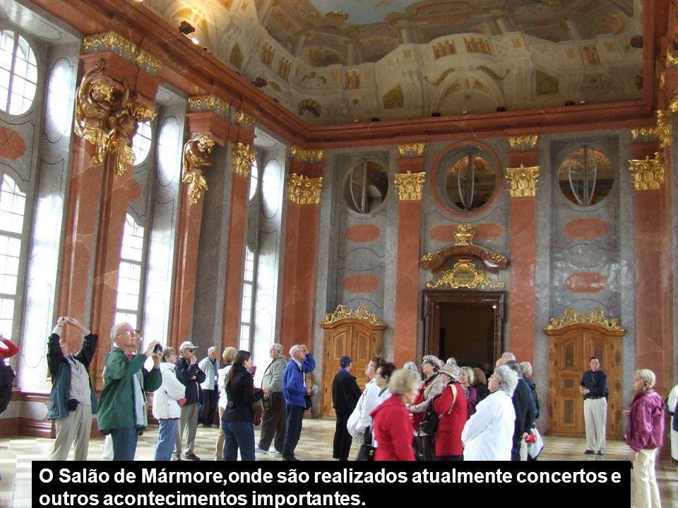 O Salão de Mármore,onde são realizados atualmente concertos e outros acontecimentos importantes.