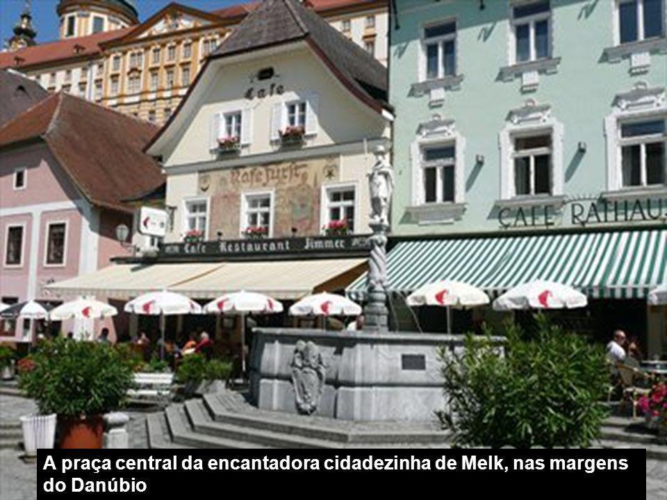 A praça central da encantadora cidadezinha de Melk, nas margens do Danúbio