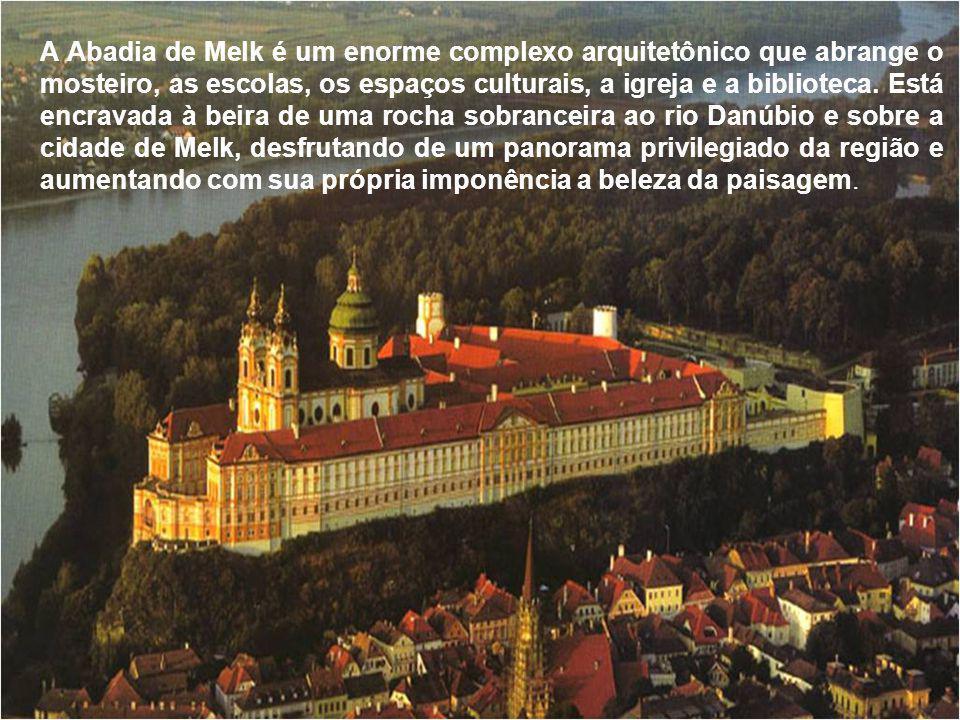 Melk situa-se num dos trechos do rio Danúbio, chamado Wachau, que se estende por 40 km até Krems.