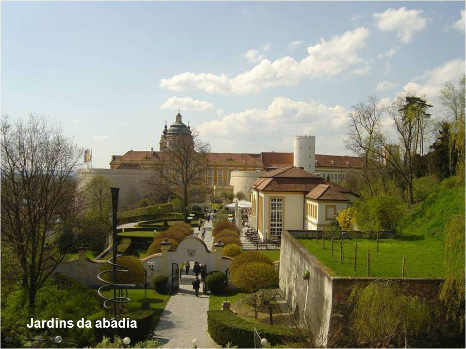Entre 1975 e 2001 o complexo passou por uma grande restauração, e sua renda hoje advém principalmente do turismo cultural. Tem sido sede de importante