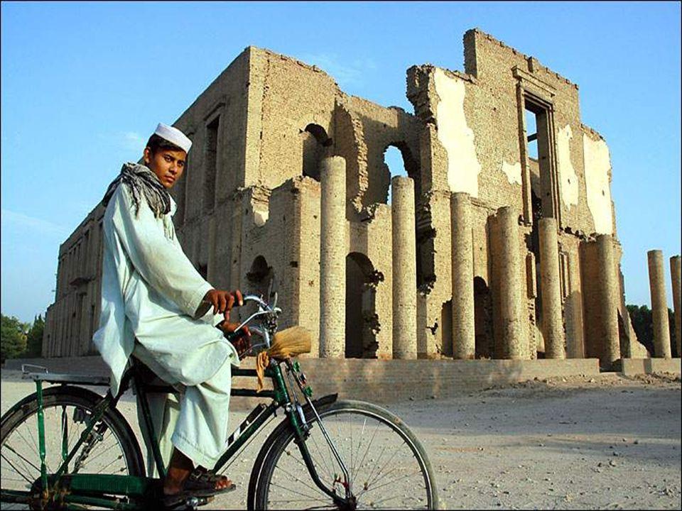 Hazara - As tradições dos hazares demostram que originam-se dos mongóis.