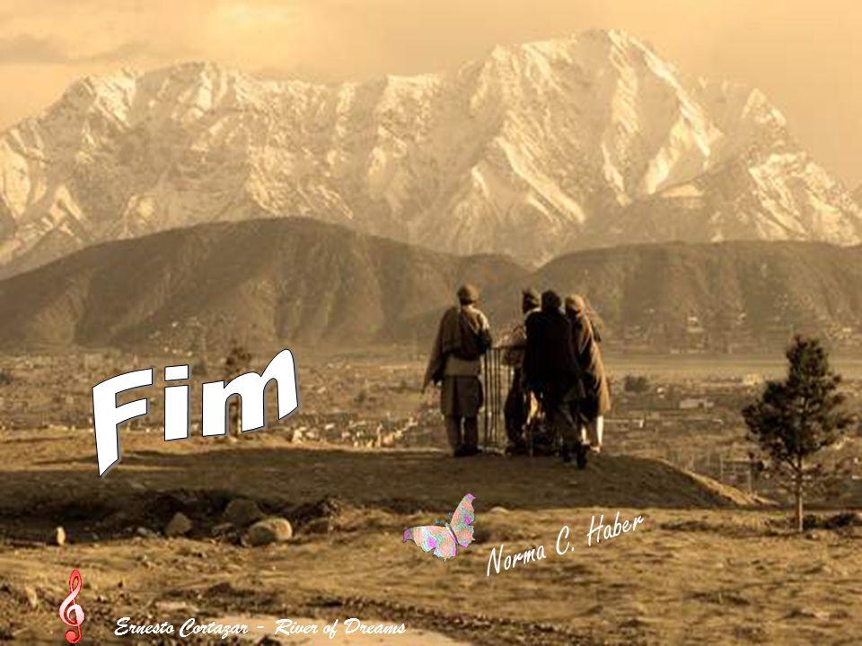 O país possui 23 milhões de habitantes A capital é Cabul A principal etnia é o povo pashtun ao qual pertente o Talibã Passaram duas décadas destuindo-