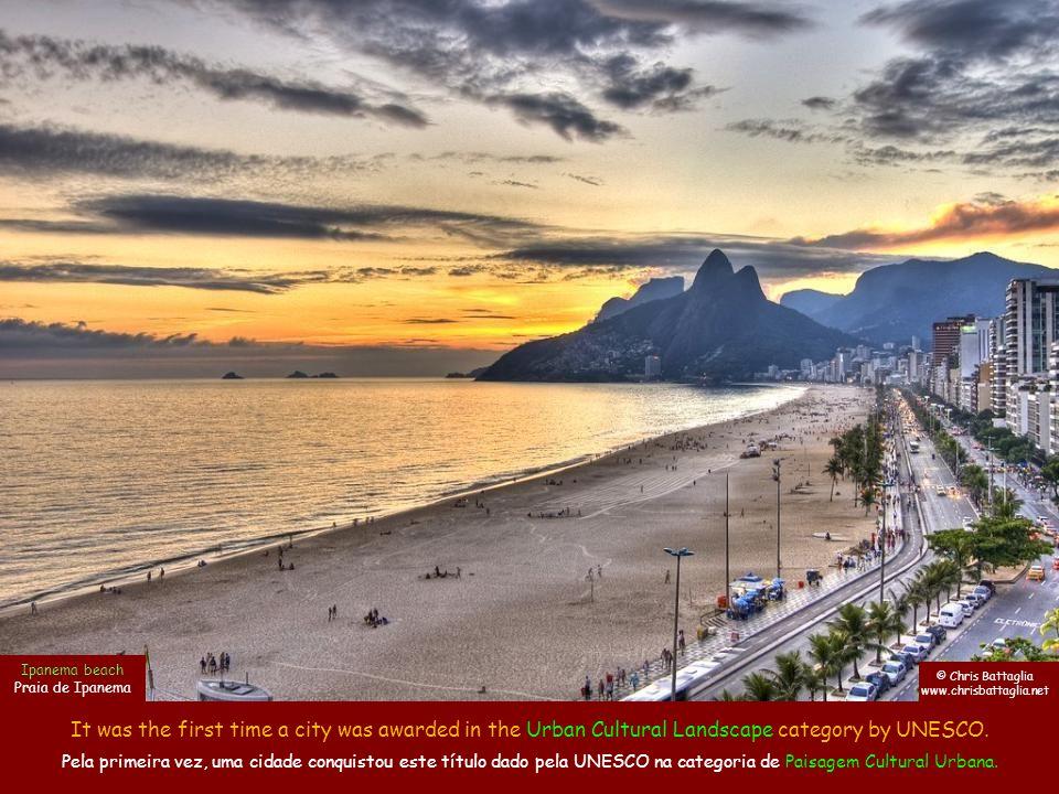 São Conrado beach is a perfect spot for paragliding and hang gliding.