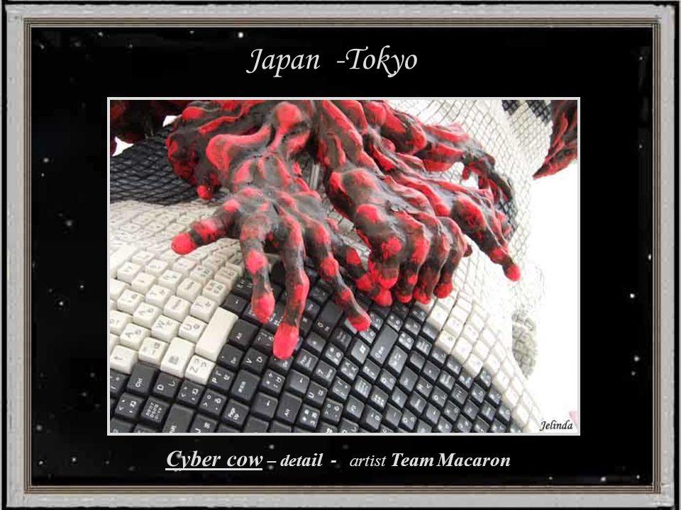Japan -Tokyo Cyber cow - artist Team Macaron