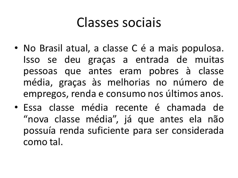 Classes sociais No Brasil atual, a classe C é a mais populosa. Isso se deu graças a entrada de muitas pessoas que antes eram pobres à classe média, gr
