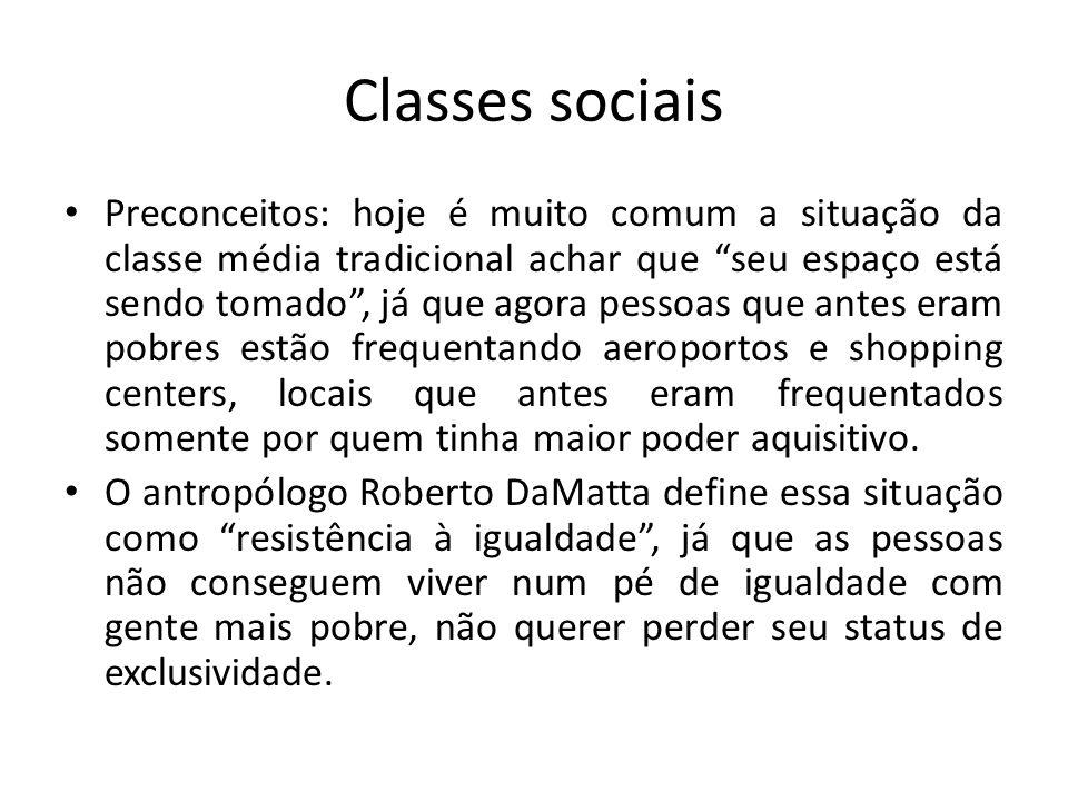 """Classes sociais Preconceitos: hoje é muito comum a situação da classe média tradicional achar que """"seu espaço está sendo tomado"""", já que agora pessoas"""