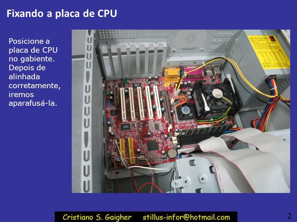 Fixando a placa de CPU 1