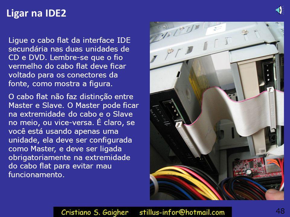 Conectores internos Vemos na figura as partes traseiras das duas unidades de CD e DVD. Devemos agora ligar os seus cabos. 47